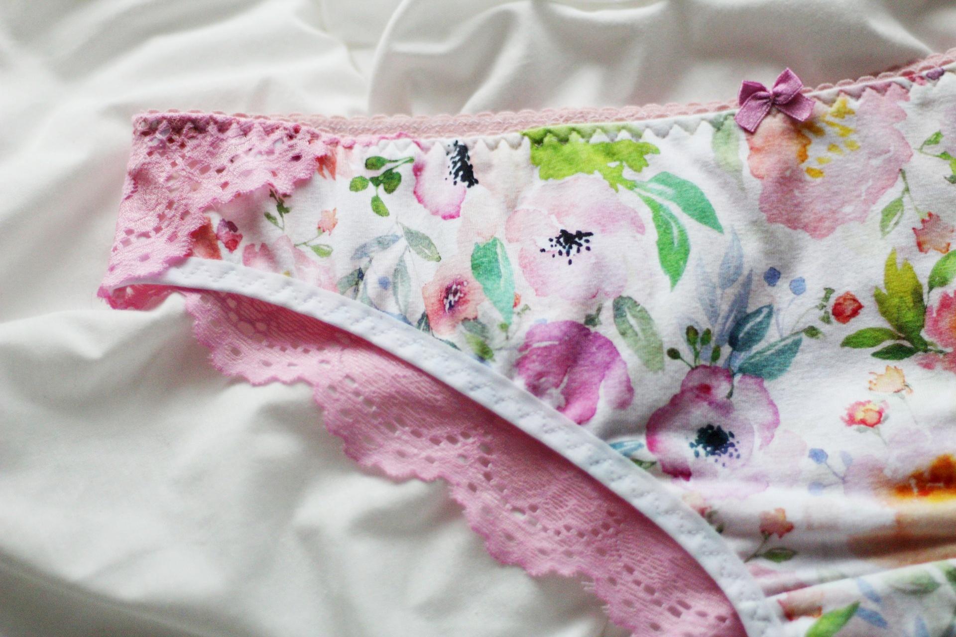 dziewczece-kwiatowe-koronkowe-majtki